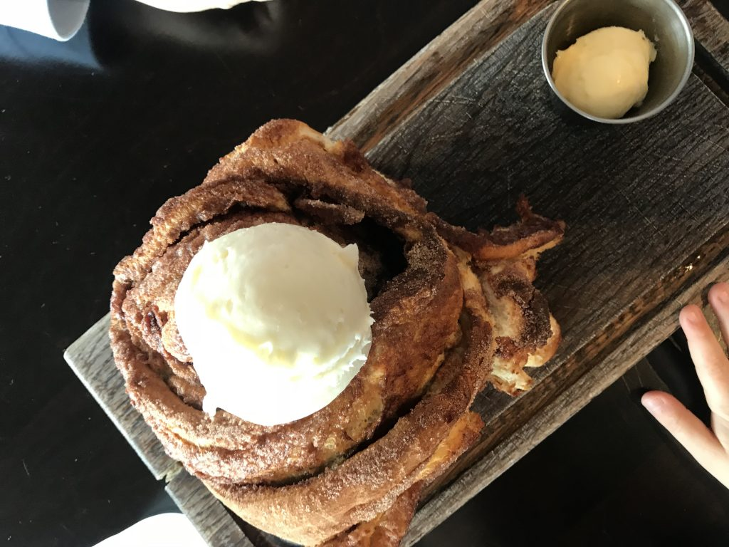Russells-cafe-cinnamon-roll